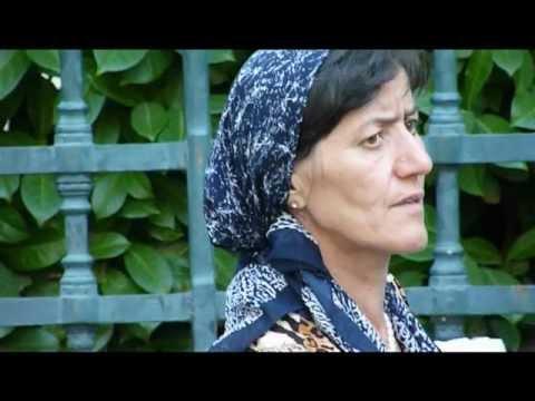 Dix familles tchéchenes expulsées campent devant la préfecture de Nîmes