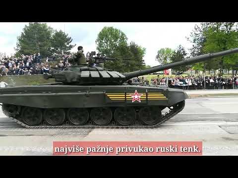 """Održana vojna parada u Nišu - tenkovi na Bulevaru, """"migovi"""" na nebu [video]"""