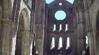 preview picture of video 'Veduta dell'interno dell'Abbazia di San Galgano'