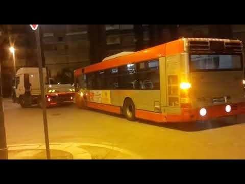 Amtab a pezzi, scoppia compressore: bus portato in officina dal carro attrezzi