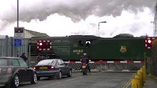 preview picture of video '60163 Tornado, crossing Bollo Lane Level Crossing, South Acton. 19/12/2011.'
