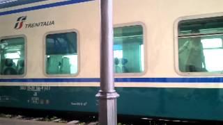 preview picture of video 'Treno regionale urlo della 464 in arrivo a Velletri'