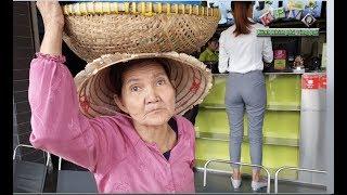 Cụ bà đội thau xôi đi nài nỉ khắp nơi vẫn không ai mua để kiếm 200 ngàn trả nợ