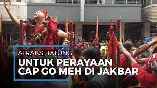 Tatung, Atraksi Menegangkan di Festival Cap Go Meh The Little Singkawang Seasons City Mall di Jakbar