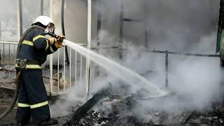 В Николаеве возник пожар на предприятии: тушили четыре пожарных расчета. ВИДЕО