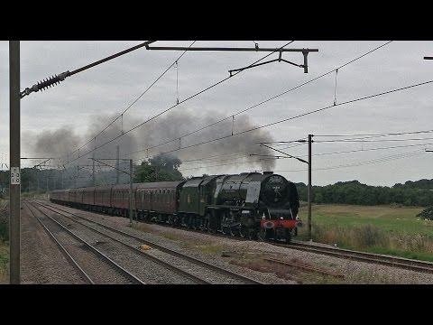 46233 'Duchess of Sutherland' powers past Brookmans Park wit…