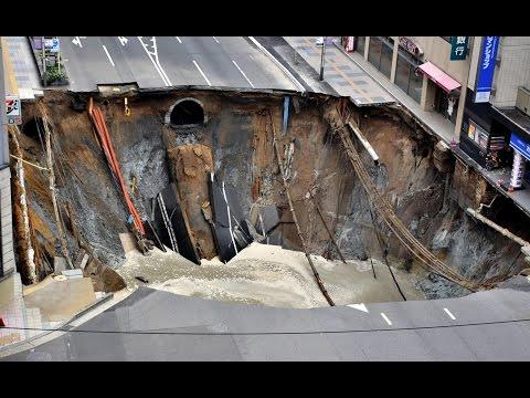 Eingestürzte Straße
