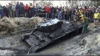 Ребята нашли танк в лесу… Внутри было письмо. Невозможно сдержать слез