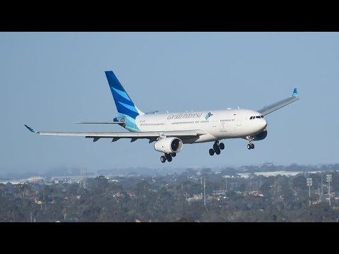 Garuda Indonesia A330 BATTLES 89km/h GUSTS At Melbourne Airport