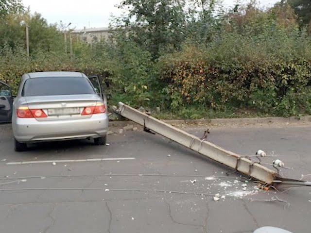 Автомобилисты таранят дома и столбы