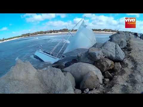 Encalla un barco en La Puntilla, en El Puerto