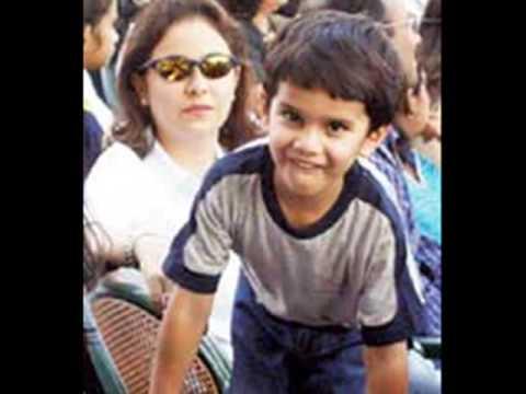 Download Sachin Tendulkar & His Family... A Must Watch Video HD Mp4 3GP Video and MP3