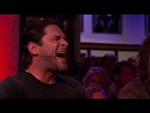 Xander de Buisonjé zingt All By Myself aan tafel - RTL LATE NIGHT