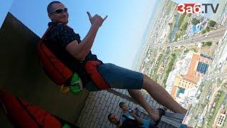Перед падением на землю парашютист на полной скорости налетел на столб