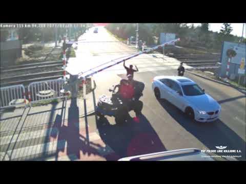 Wideo1: Leszno: niebezpieczne zdarzenie na przejeździe kolejowo-drogowym