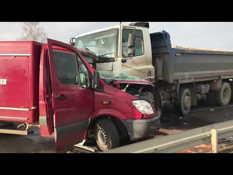 Wideo1: Zderzenie aut na trasie Grabonóg - Gostyń