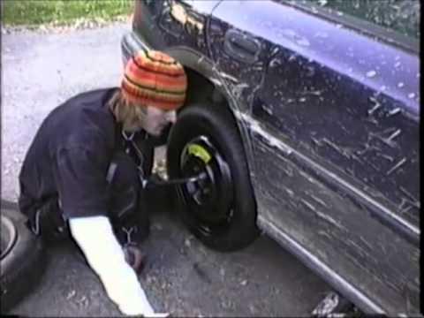 Changing tire with donut wheel Subaru Impreza