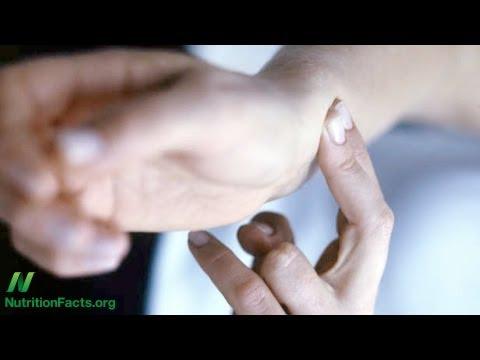 Samara facendo massaggio prostatico