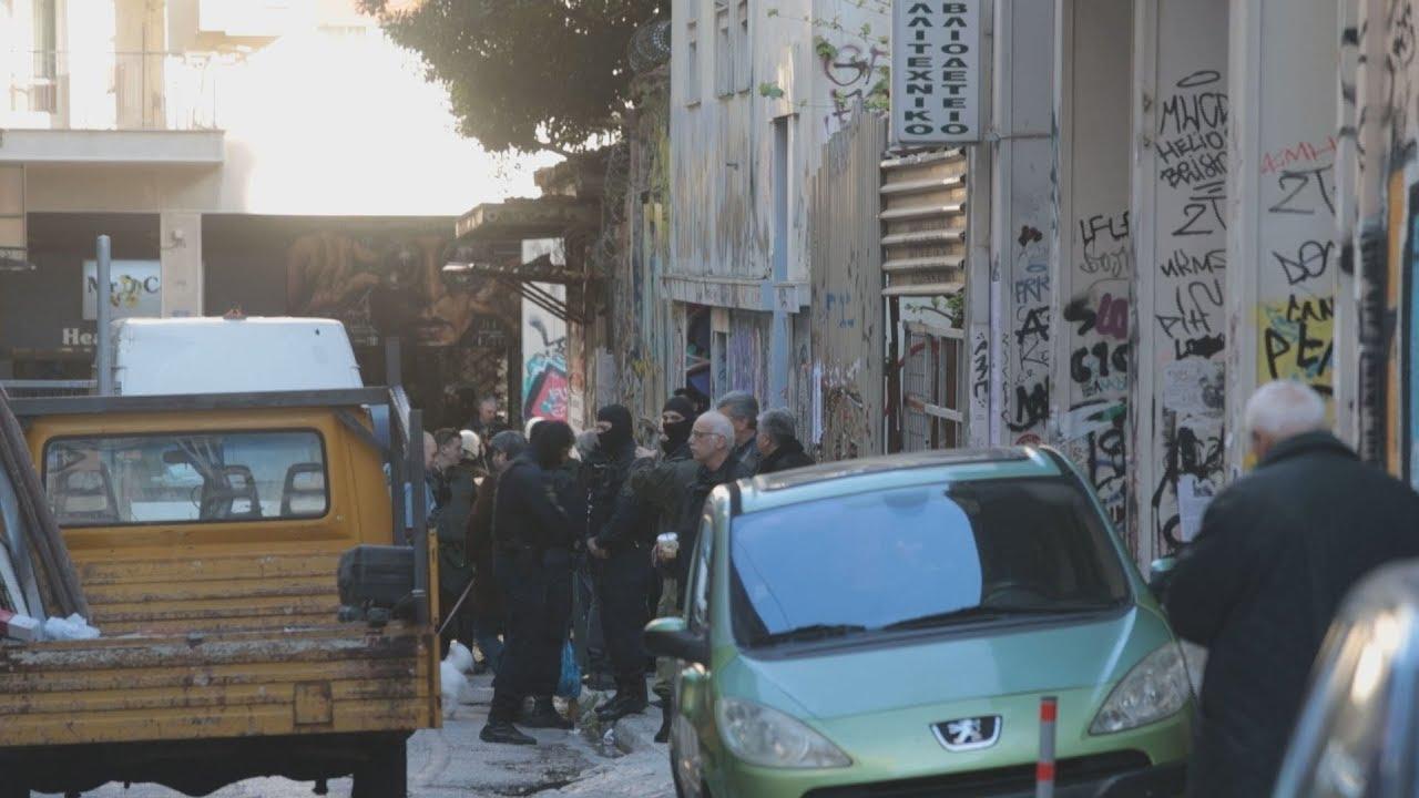 3 συλλήψεις και δεκάδες προσαγωγές από την επιχείρηση της αστυνομίας στα Εξάρχεια