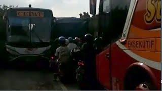 preview picture of video 'Ketika Bus Eka Dan Bus Sugeng Rahayu Saling Berhadapan Di Jalanan Nganjuk, Jawa Timur'