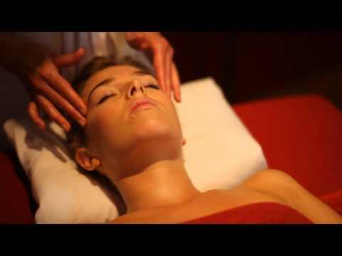 Que faire si se desquame la peau sur la personne du masque