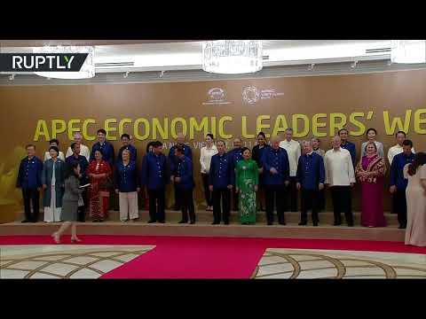 Potkali se ve Vietnamu: Prezidenti Trump a Putin se na summitu APEC jen krátce pozdravili