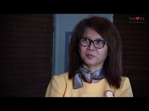 """Přehrát video: """"Barma má jednu končetinu shnilou."""" Barmanská spisovatelka Ma Thida v rozhovoru s Igorem Blaževičem"""