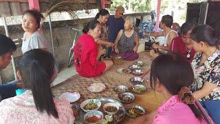 ซุมกันกินข้าวกับพี่น้องอำเภอป่าแดด จ.เชียงราย หดสรงผู้เฒ่าผู้แก่เนื่องในวันสงกรานต์  แห่กันหลอนไปวัด