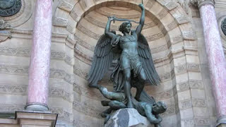 ANGELS AND CHERUBS - STATUES OF PARIS