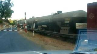 preview picture of video 'Myanmar Railway (MR/Burma) , Railroad crossing in the vicinity of Shwenyaung station (13/01/2007)'