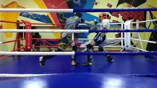 Наработка техники ударов, защитных действий, контратаки в спарринге по тайскому боксу