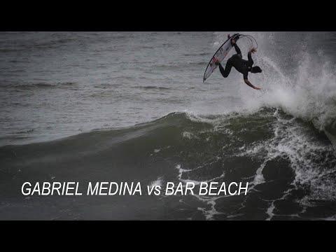 Pro surfer rips Bar Beach