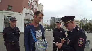 Бесполезные полицейские и расклейка объявлений.