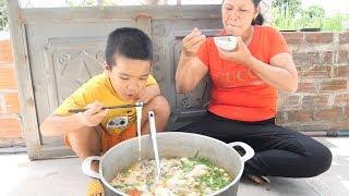 Trẻ Trâu Làm Nồi Bánh Canh Cua Cay Khổng Lồ Ăn Siêu Sướng | TQ97