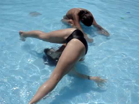 mingas en la piscina 1