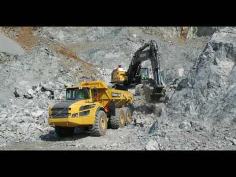 Volvo EC750E loads rock
