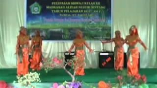 preview picture of video 'Tari Persembahan Perpisahan MAN Sintang TP 2012-2013'