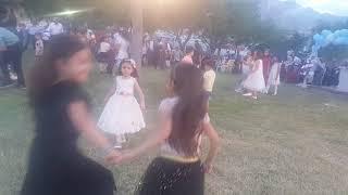 Hacı çelik düğününde Zeyneple betül bar oynuyor