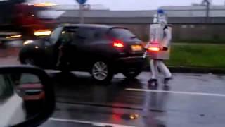 Робот-полицейский остановил нарушителя