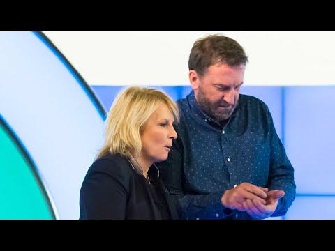 Naráží Jennifer Saunders do lidí koukajících do mobilu?