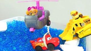 Видео с игрушками из мультфильма Тачки и мультика Щенячий патруль! Молния Маквин чуть не утонул!