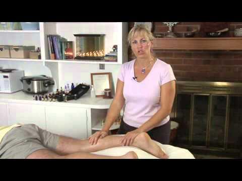 Die Schmerzen auf den Druck auf Vene auf dem Bein
