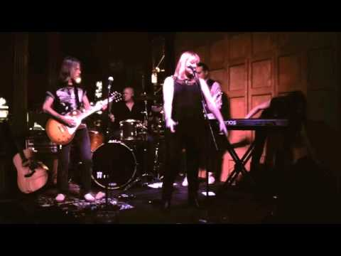 Supertash - Empty Hands Live at The Gladstone Hotel