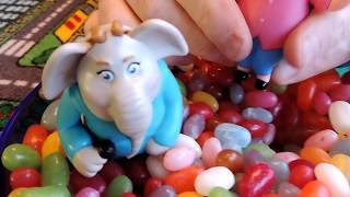 Rosita the pig and the elephant från the great movie SING  swim and throw jelly beans