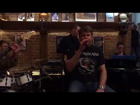 Дмитрий Губрениев исполняет песню Кресты группы Мастер