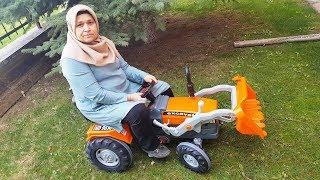 Ayşeye Dev Oyuncak Traktör Kepçe ALDIK Kurduk Çok SEVDİ BUY Giant Toy Tractor Bucket