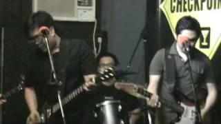 Itchyworms -  Akin Ka na Lang (Live @ Checkpoint Bar)