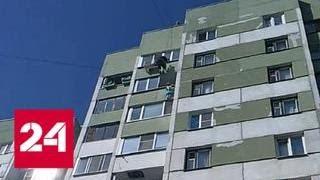 Монтажник спас выбравшуюся на карниз многоэтажки маленькую девочку в Петербурге - Россия 24