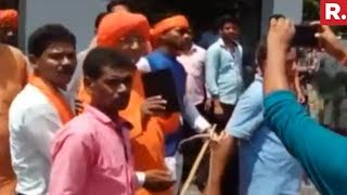 Fringe Group Attacks Swami Agnivesh In Jharkhand