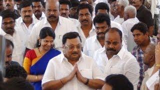 Kanimozhi, Azhagiri Bonding In Madurai - Junior Vikatan